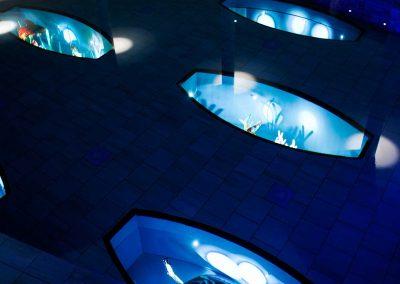 Konstglasutställning i poolen