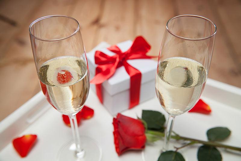 Lyxa till det med Champagne eller praliner på rummet
