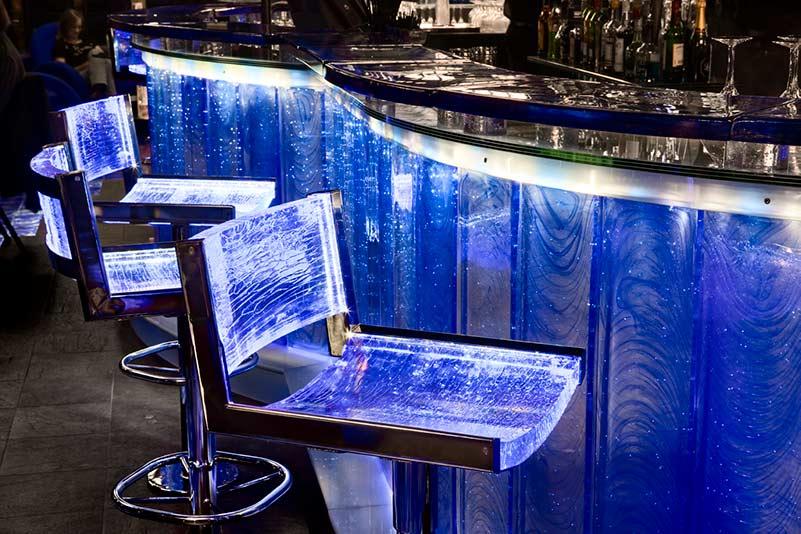 Uppvärmda barstolar av glas